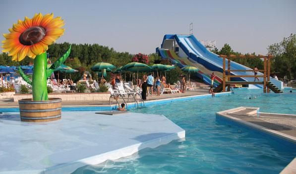Biglietti acquafantasy il parco acquatico del gargano - Villaggi con piscine e scivoli ...